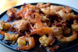 King prawns with sun-dried tomatoes, garlic and chilli